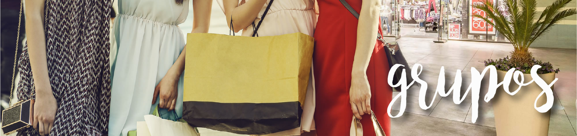 Grupos / 4 Women with Shopping Bags